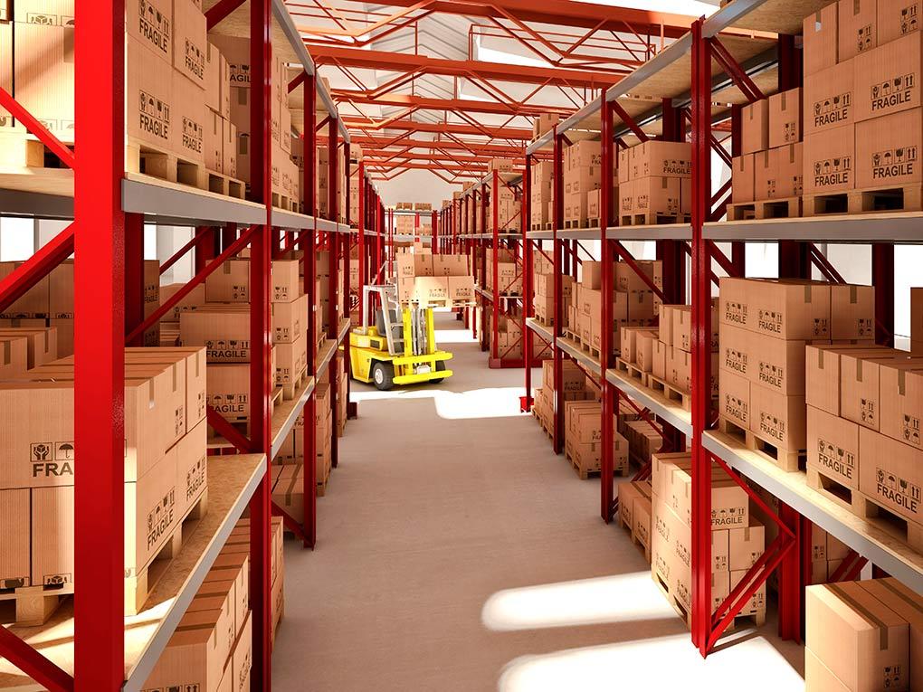 Фото шага между колоннами на складе