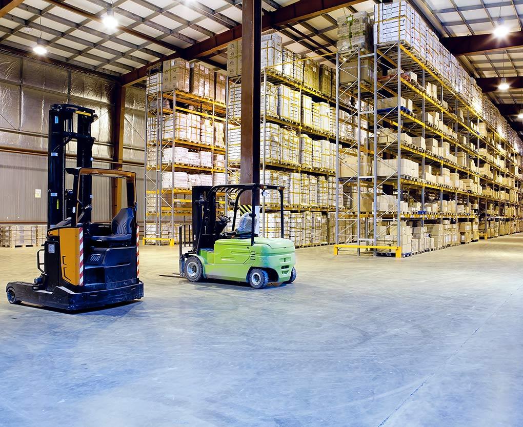 Фото на шаг между колоннами на складе
